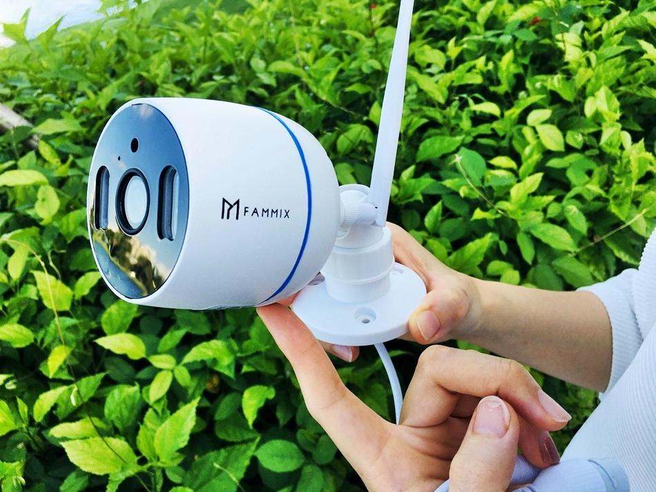 wifi監視器推薦│FAMMIX菲米斯D1戶外防水監視器,200萬畫素全彩戶外可夜視防水wifi戶外防水監視器, 支援IP65防水%2F雙向語音%2F遠端操控