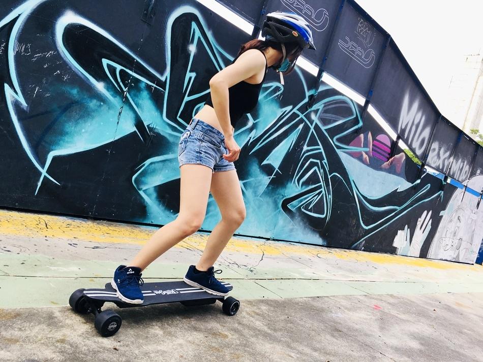 電動滑板車推薦│TeamGee H20電動滑板夏天滑雪
