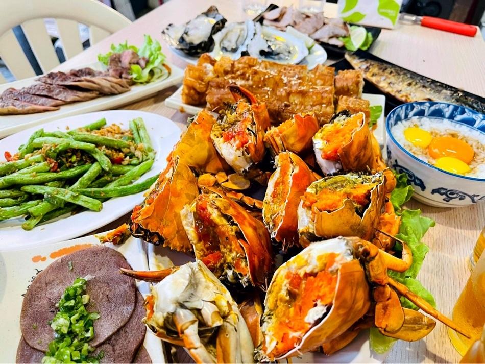 台南燒烤專家騷烤家,全台南最會賣紅蟳肥美蟹膏保證每一隻都有蟹黃