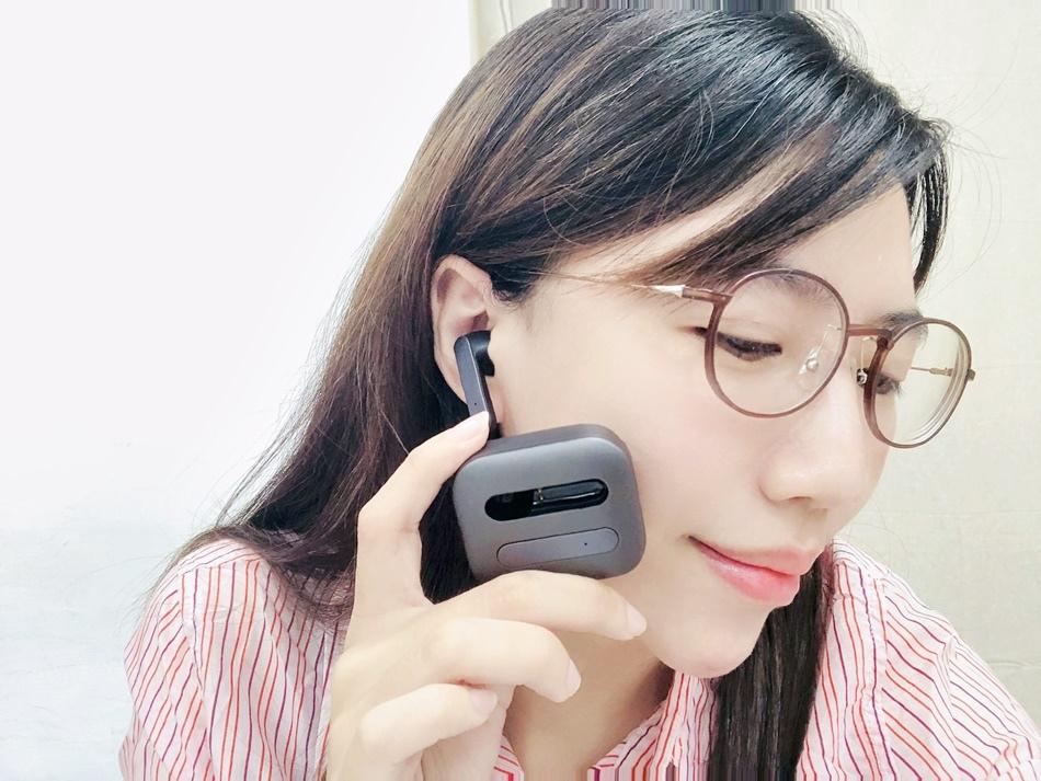 Easy Buds耳機鋁合金外觀、抗手汗、不留指紋,高續航力運動玩遊戲專用藍牙耳機推薦