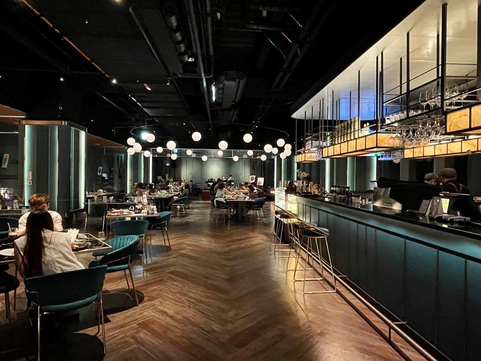南紡夢時代美食台南景觀餐廳Fashions微醺南紡旗艦店,上班族最愛台南居酒屋,融合了餐飲、時尚、藝術、音樂,是個放鬆與舒壓的好地方體驗時尚餐酒新生活