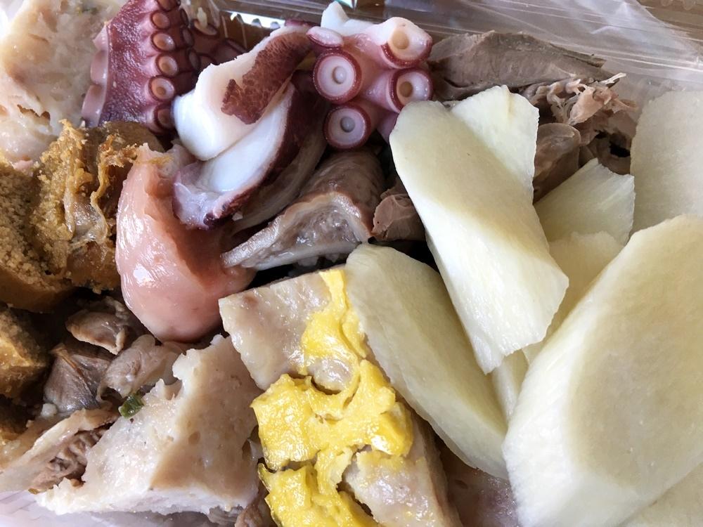 高雄湖內天下第一刀黑白切沾醬裡面的哇沙比是山葵磨,六十年老店蟳丸,鯊魚煙,豬肺,豬舌,粉腸新鮮好吃