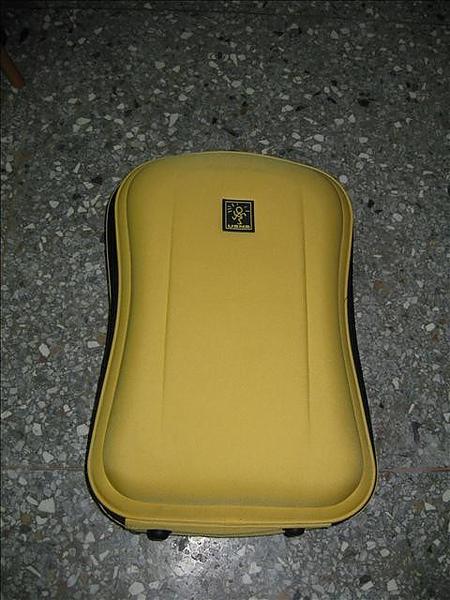 小黃行李箱
