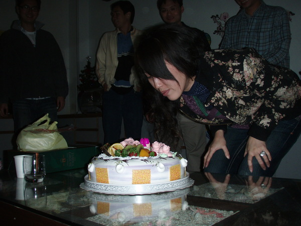 """賴教練&張姐 的貼心""""大""""蛋糕。"""
