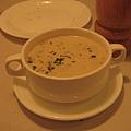 蘑菇濃湯近照~~這家義大利麵的濃湯個人覺得不錯喝