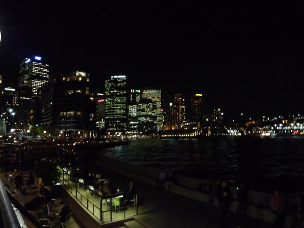 對岸大樓燈光.JPG