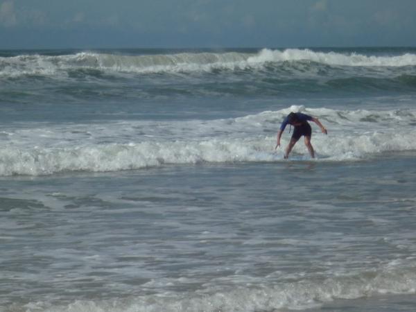 看到沒.....這就是衝浪啦
