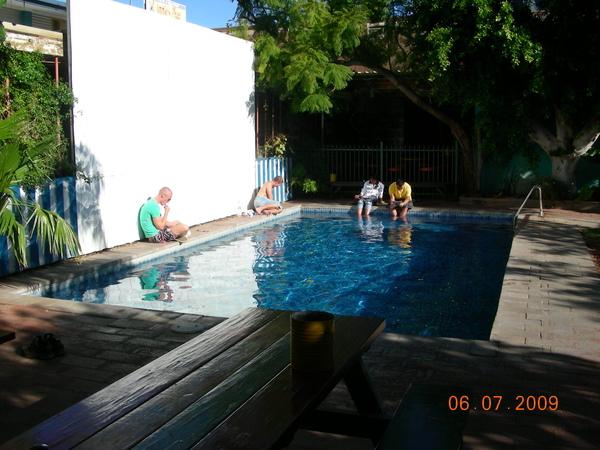旅館內附有游泳池.JPG