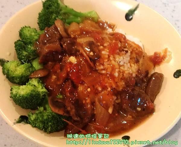 紅酒燉牛肉佐白飯
