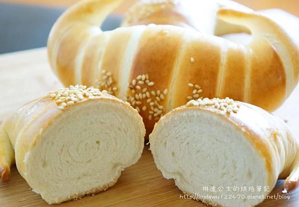 金牛角麵包-成品 切面圖