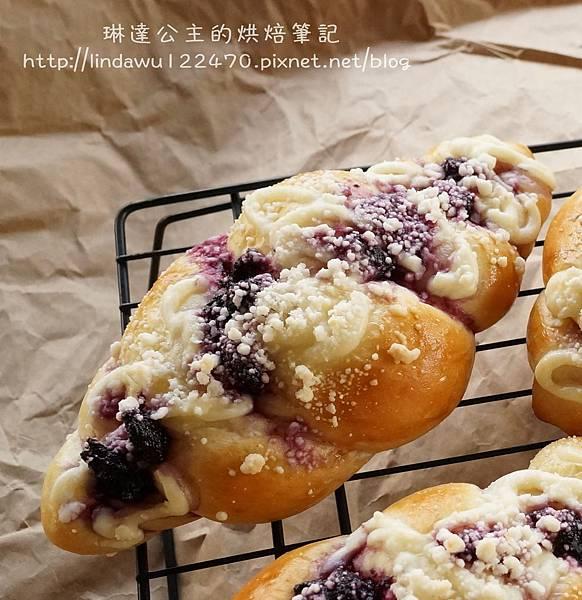 藍莓乳酪起司麵包-成品圖1