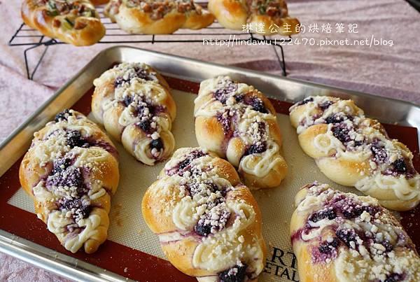 藍莓乳酪起司麵包-成品圖2