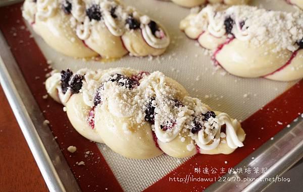 藍莓乳酪起司麵包-後發