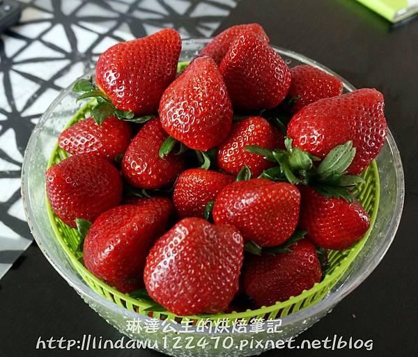 草莓鮮奶油麵包15