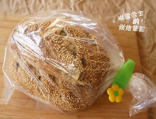 芝麻地瓜麵包 24