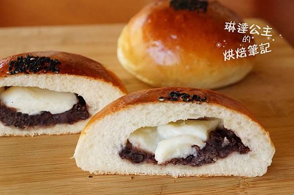 紅豆鮮奶麻糬麵包 9