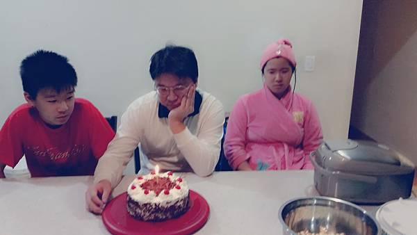 黑森林蛋糕姐姐臭臉 (1)