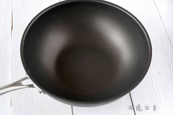 美膳雅專業不沾抗刮超硬陽極鍋系列-10.jpg