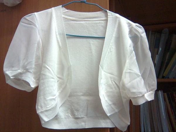 白色小外套,未下水,小公主袖、輕薄設計。