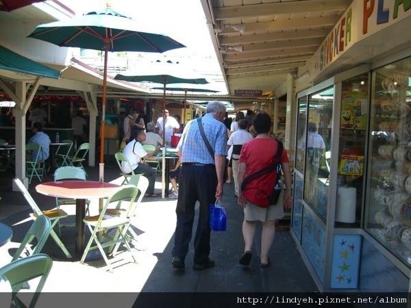 Farmers' Market 的美食街