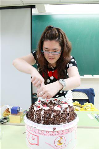 不愧是紅葉蛋糕的傳人......很會切蛋糕....