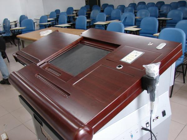 遠東大學-講桌 (3).JPG