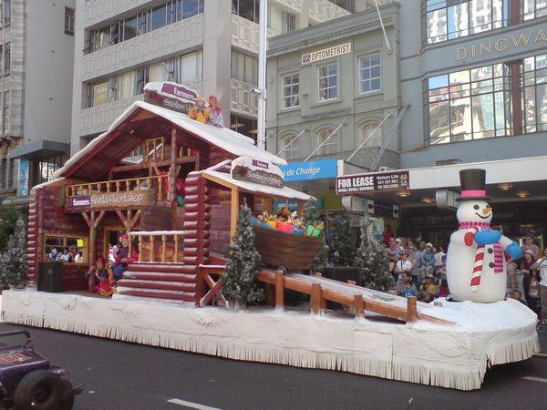 圣诞雪人与小屋