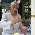 IMG_7953-香草咖啡館 爸爸飲用蔓越梅冰沙.JPG
