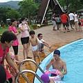 IMG_8009-歐式皇冠游泳池 恩恩想下去玩.JPG