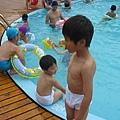 IMG_8012-歐式皇冠游泳池 兄弟想下去玩.JPG