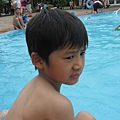 IMG_8014-歐式皇冠游泳池 恩恩想下去玩.JPG