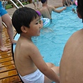 IMG_8015-歐式皇冠游泳池 翔翔想下去玩.JPG