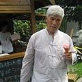 IMG_8066-皇后冰淇淋小屋  阿公食用草莓冰.JPG