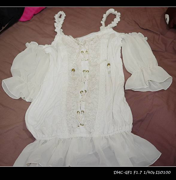 真品liz lisa露肩性感馬甲式雪紡紗上衣-600元