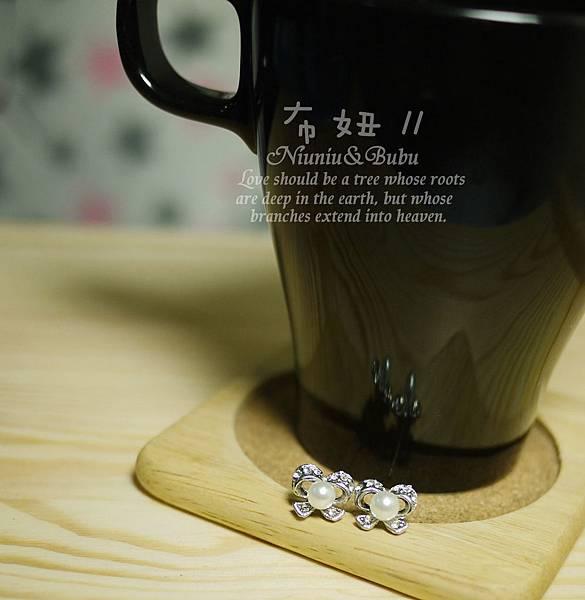 滿滿水鑽鑲珍珠蝴蝶結耳環 58元