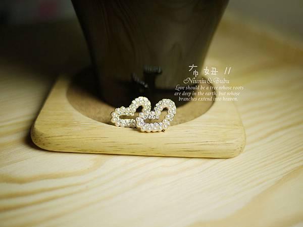 滿鑲水鑽氣質珍珠耳環 158元