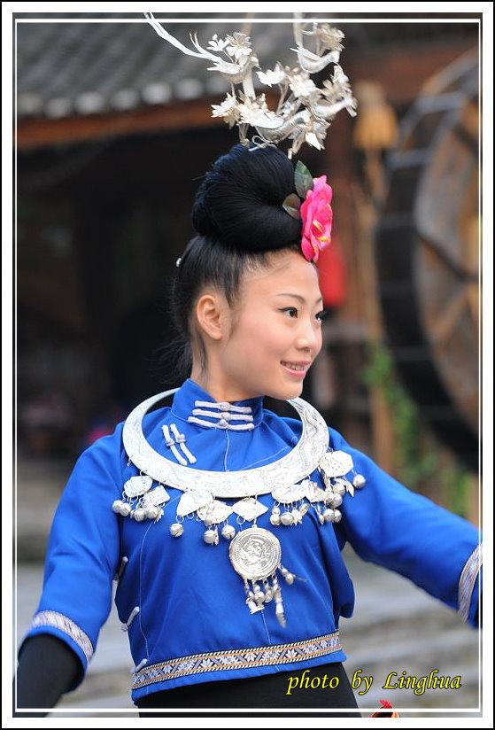 苗寨歌舞(16).JPG