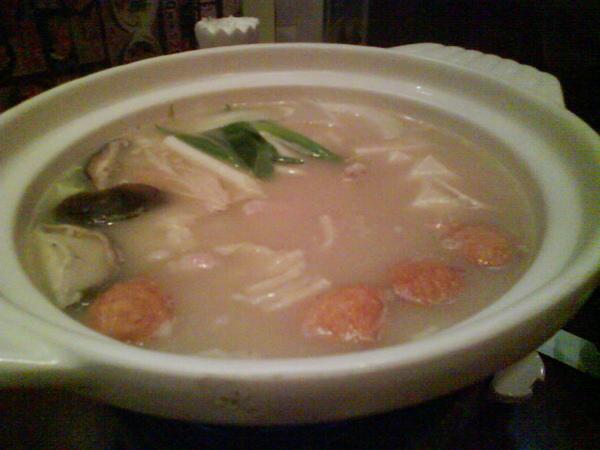 日式相撲雞肉鍋~~湯很好喝喔!可是沒啥料~