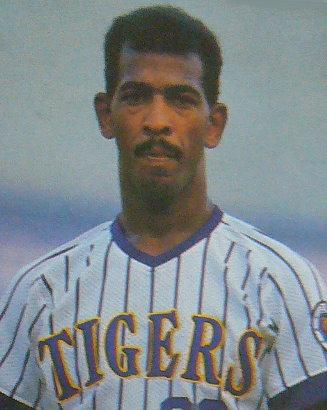 中職第一位從前MLB球員手中擊出全壘打的球員-寶力