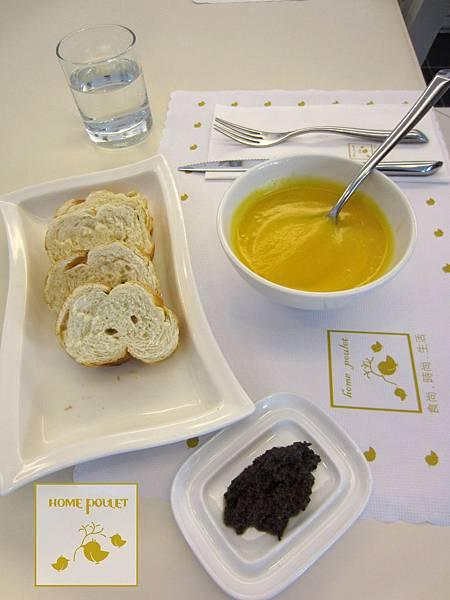 烘布蕾-麵包+南瓜湯+橄欖醬