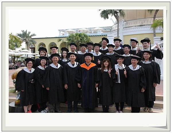 1030420碩士禮服照.jpg