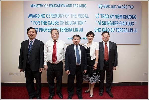 教育部副部長,河內國大學副校長 (Vice Minister, Vice President of National Vietnam Univeristy).jpg