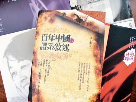 ▲台灣書市今年以建國百年為訴求的書為數甚多。(記者李怡芸攝).jpg