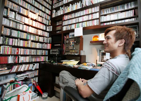 堆滿CD的工作室