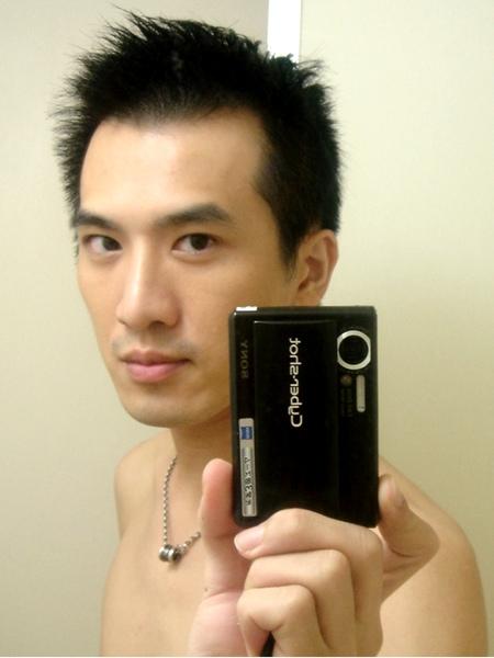 剛買相機時洗澡前對著鏡子自拍