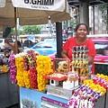 好多種手工串的花(要是行天宮外面也賣..那我肯定常去拜)