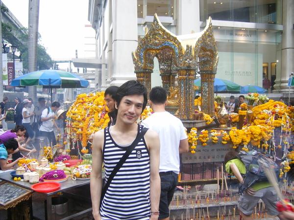 每個到過泰國的人一定都會有張這樣的照片吧!