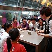 清水魔術節沿桌表演2.jpg