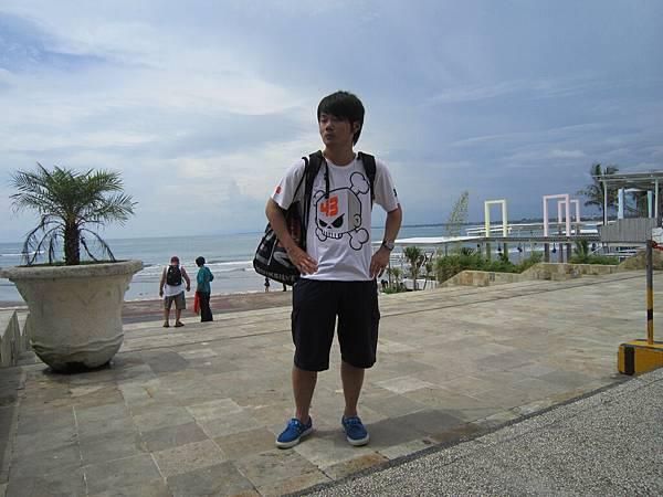 2011.1.29~2.2-峇里島-4-全世界最小的SOGO百貨-4(SOGO外圍海景PUB-大少爺).JPG