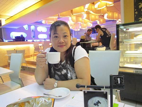 2011.1.29~2.2-峇里島-5-機場咖啡廳-5(宮主).JPG
